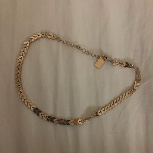 Gold arrow pattern choker